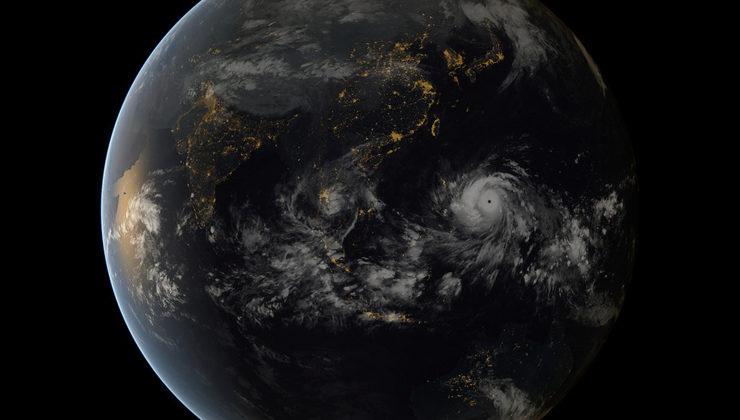 Typhoon Haiyan approaching the Philippines (13:00 UTC 11/7/2013). Copyright 2013 JMA/EUMETSAT